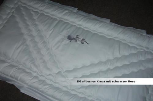 dg-silbernes-kreuz-mit-schwarzer-rose